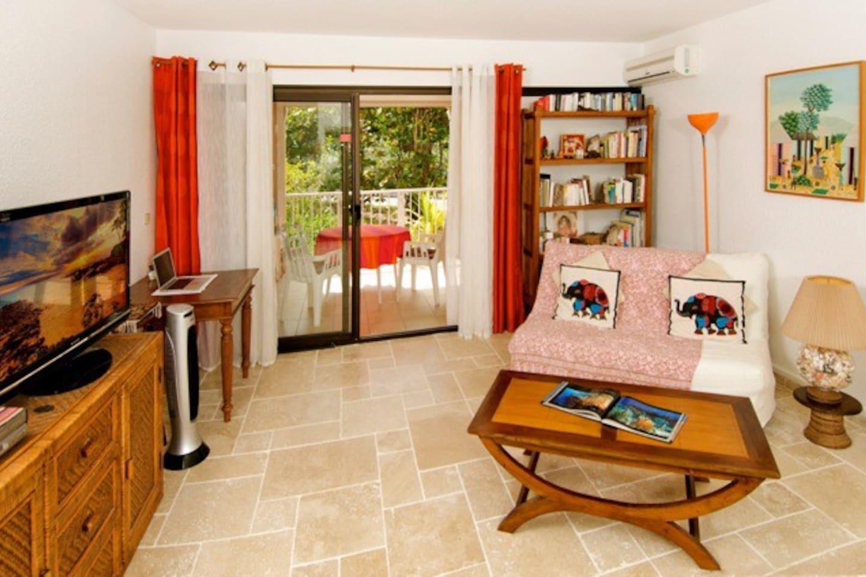Beautifully tiled, luminous and comfortable .