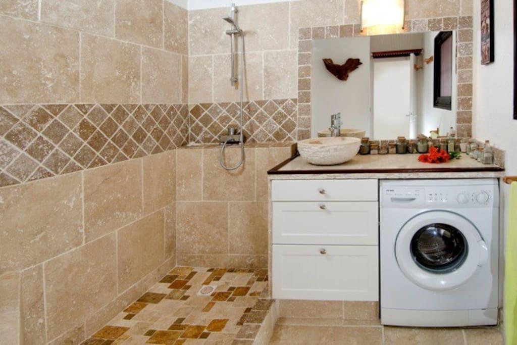 Italian Style shower, travertine tiles.