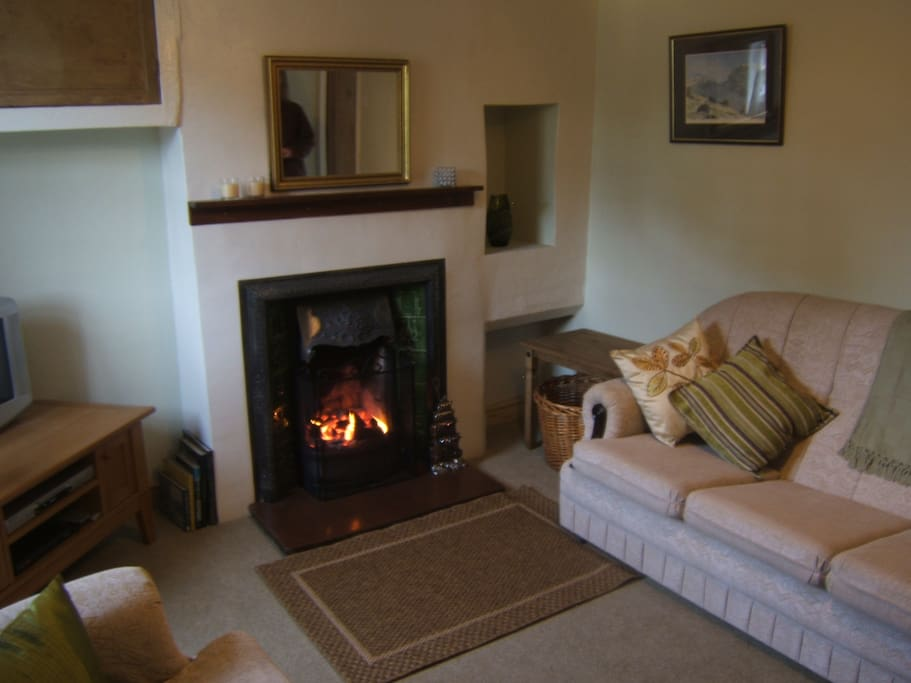 Livingroom - Open coal / log fire