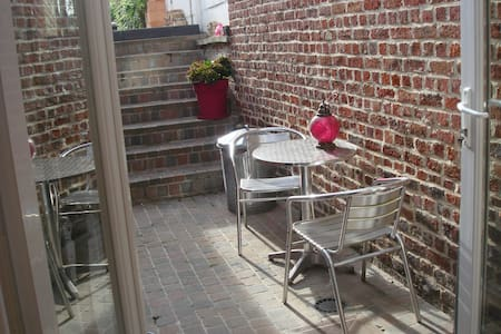 Room in charming area near center - Leuven - House