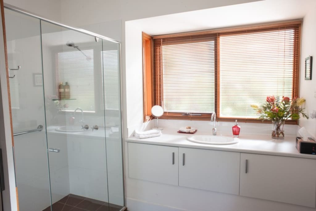 Private, spacious ensuite with aromatherapy products