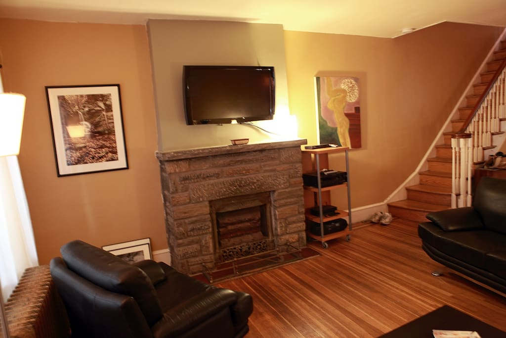 Living room with flat screen TV. Philadelphia guidebook on table. Owner is photographer and architecture design and build