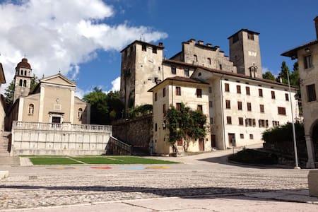 Sogna fra il Castello e le Dolomiti - Feltre - Bed & Breakfast