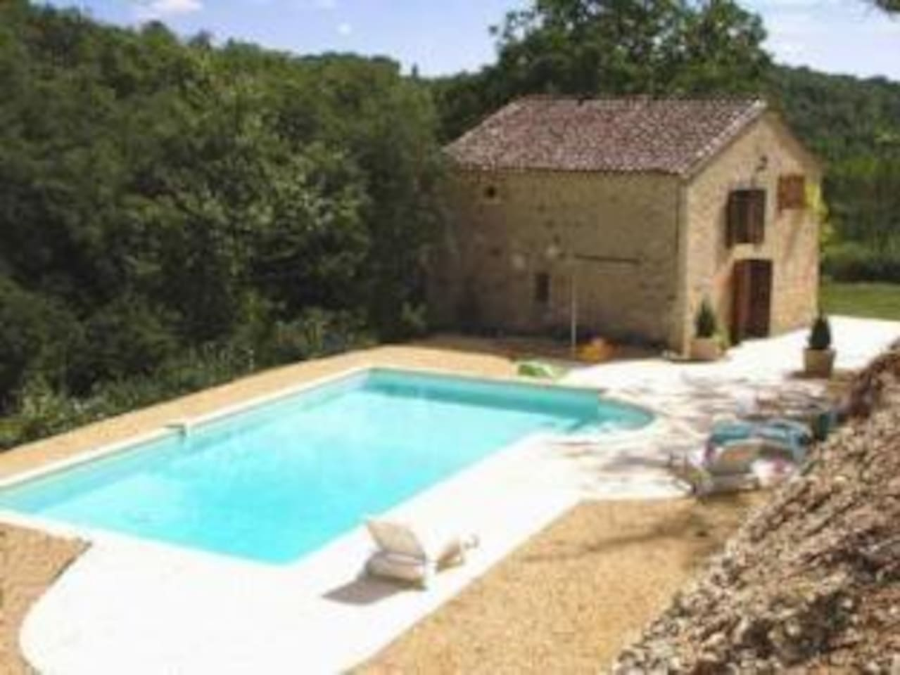 Private, sunny swimming pool