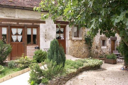 La grange de la maison poyaudine - House