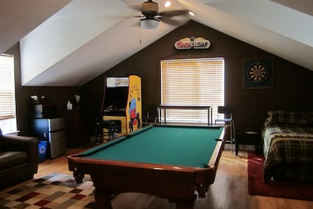 Room w/Private Entrance, Pool Table - 布隆菲(Broomfield) - 獨棟