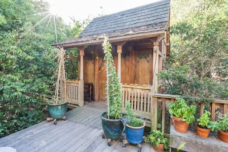 Antique Indonesian teakwood cottage, private deck, hot tub and very special, large artistic bathroom/sitting room. Beautifully rural, yet just 6 minutes from Petaluma.  Centrally located to the coast, all Sonoma/Napa wine regions, redwoods and S.F.