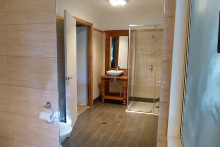 2 Bedroom 2 Bathroom Bungalow with views - Mount Mellum - Banglo