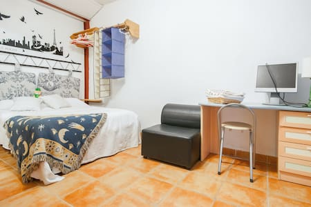 Room F Alcalá de Henares (Madrid) - Alcala de Henares