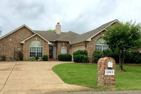 Gorgeous Lake home & next to Tribute Golf Course - Frisco
