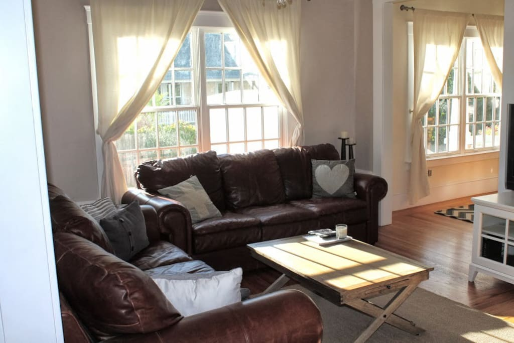 Family Room seats 8 people comfortably. 40'' TV, leather couches.