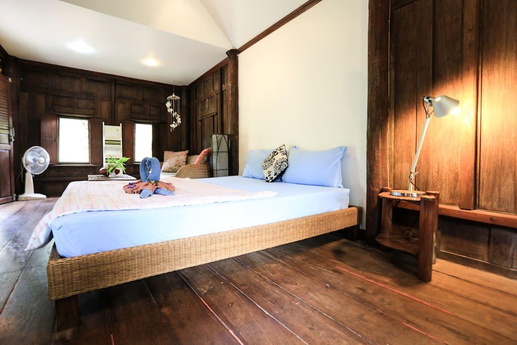 Kingsize bed, aircon, fridge, beautiful interior...
