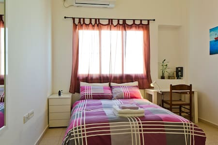 Lovely room in a spacious Jaffa apartment - Tel Aviv-Jaffa - Lakás