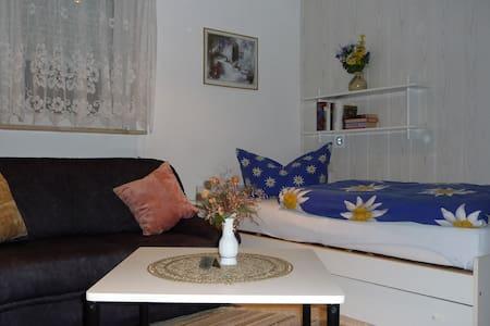 Zimmer in Bungalow nache Zentrum - Huis
