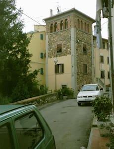 Das ist echte Toscana, historisches Haus im Dorf - Appartement