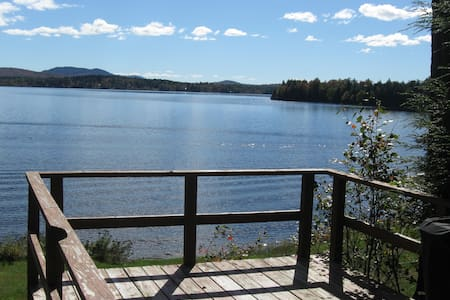 Quiet 2 bedroom lakefront cabin - Hytte