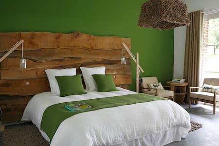 UN MATIN DANS LES BOIS Chambre 1 - Bed & Breakfast