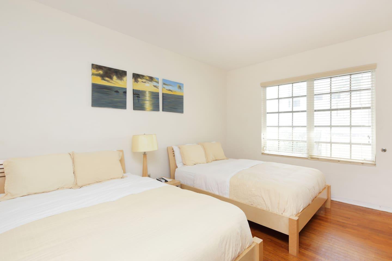 Studio with 2 Queen beds - Studio ha large windows
