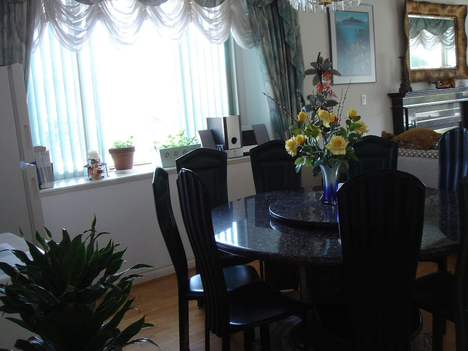 Special guest dining area where you can enjoy an instant dinner or store your midnight cake snack