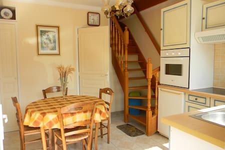 LES LILAS Gîte et chambre d'hôte n°1 - Wohnung