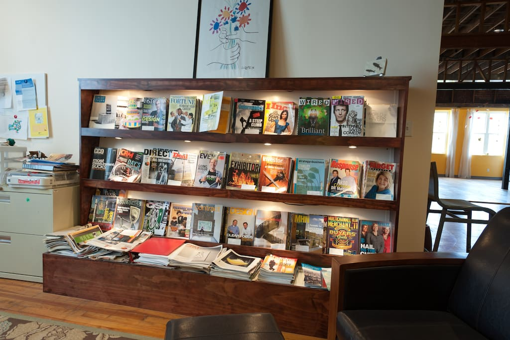 Computer and magazine room
