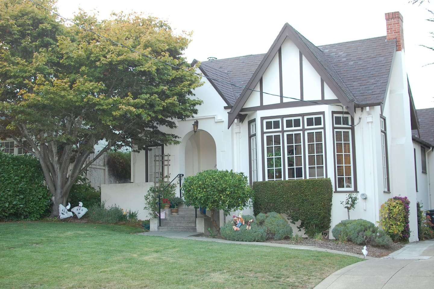 Beautiful 3/1 Tudor in Burlingame