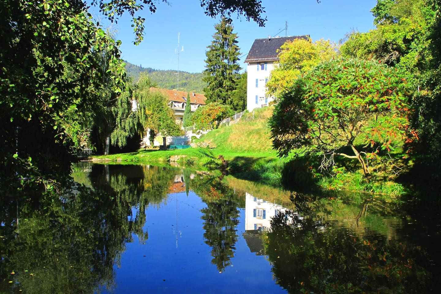 Maison Bellevue seen from our private pond
