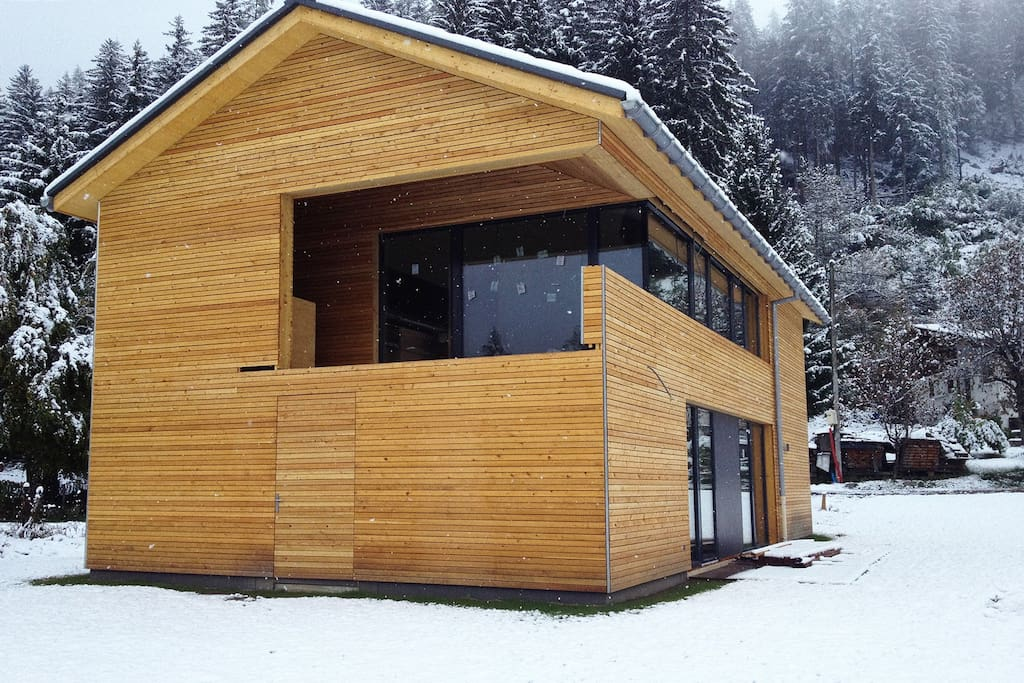 Chalet contemporain haut de gamme houses for rent in chamonix for Chalet design contemporain