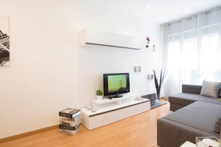 Modern & Cozy Apartment in Gràcia - Barcelona - Apartment