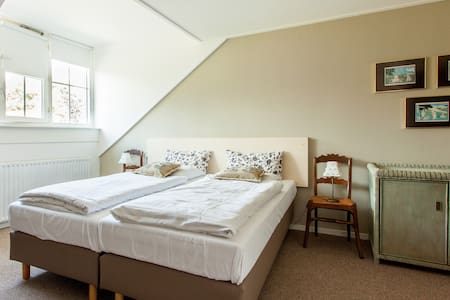 Landhuis kamer 2, Bergen op Zoom - Hoogerheide - Bed & Breakfast