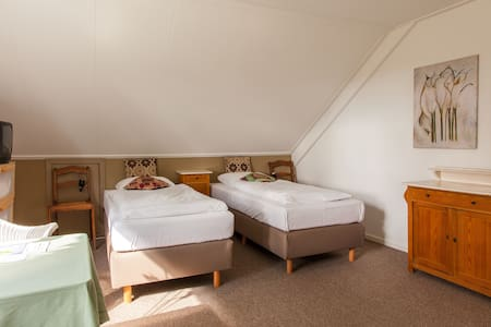 Landhuis kamer 5, Bergen op Zoom - Bed & Breakfast