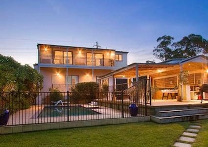 Nr Manly Home with Swimming Pool - Haus