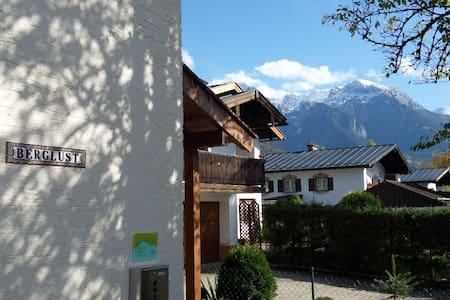 2 Zimmer mit Terrasse, Bergblick und Parkplatz - Pis