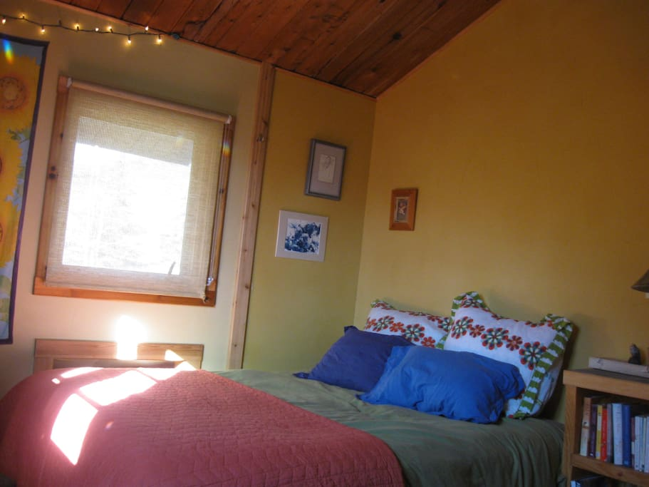 your room is comfortable, with great natural light.  You will sleep like a dream on this queen sized bed.