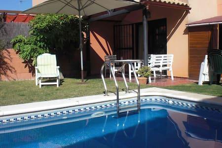 Sevilla:Casa de 2 plantas y piscina - House