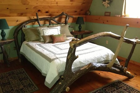 Cozy Renovated Barn on 122 acres - Bed & Breakfast