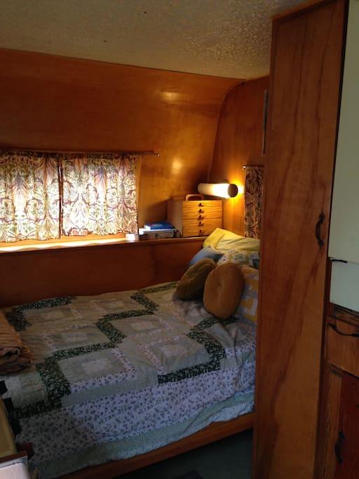 Super comfy Tempurpedic mattress
