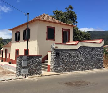 Newly refurbished House in Prazeres - Prazeres - Casa