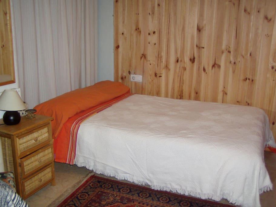 Guest's room + priv.bath. Solarium