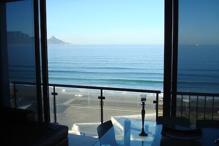 Style, Comfort, Views, Location! - Kaapstad - Appartement