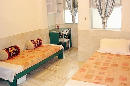 Perfect home-stay accommodation. Affordable-Clean-Ensuite and Independent.