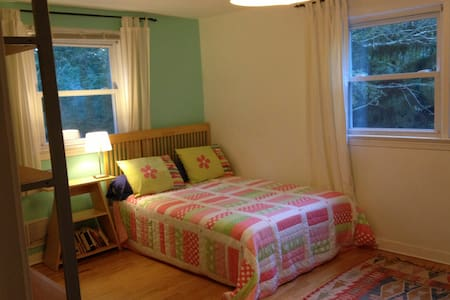 Private room -  Walk to Campus - Bed & Breakfast