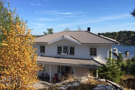 Nybyggd skärgårdsvilla, egen strand - House