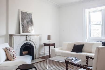 Mayor's Mansion - Carlton Suite
