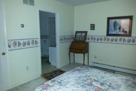 Comfortable room with private bath - Lewistown - House