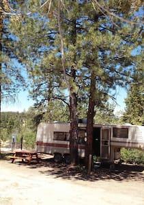 Cozy Camper near Zion - Lakókocsi/lakóautó