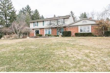 Bloomfield Hills 4 bedroom home - House