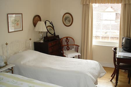 Historic House in town Centre - Abingdon - Bed & Breakfast