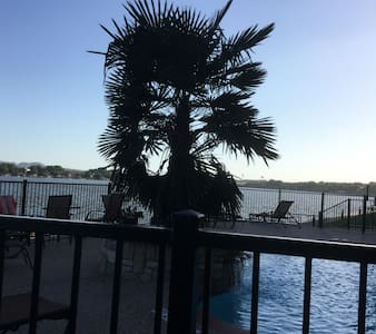 Granbury- 2 Blocks to Town Center & on the Lake! - Apartamento
