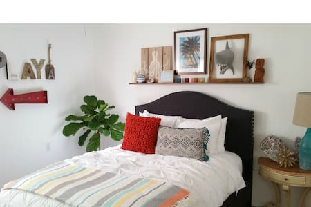 Clean Home with Fun Bedroom - Encinitas - Other